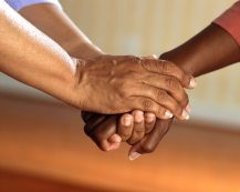 care-deal-hand-45842